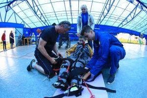 В Мензелинске люди с ограниченными возможностями совершили прыжок с парашютом