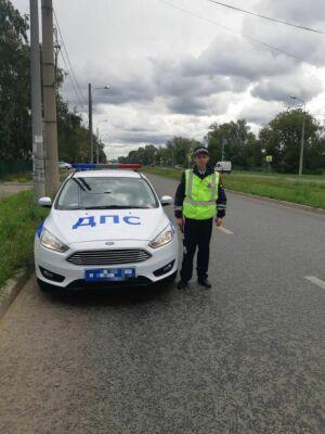 В Казани полицейский спас жизнь женщине, которой стало плохо во время прогулки с ребенком
