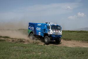 Первая победа, несмотря на пыльные дороги: Каргинов выиграл третий этап «Шелкового пути»