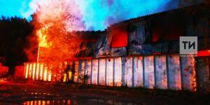 У метро «Горки» в Казани ночью случился крупный пожар