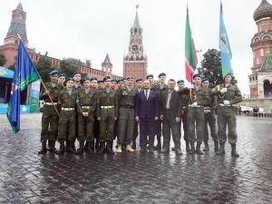 Около 20 нижнекамских курсантов поучаствовали в параде на Красной площади в День ВДВ