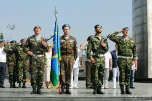 В честь Дня ВДВ троим тетюшским десантникам вручили медали Союза десантников России