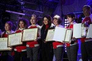 Лейла Фазлеева наградила лучших волонтеров WorldSkills благодарственными письмами