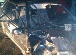 Водитель из Зеленодольского района РТ попал в больницу после того, как на легковушке влетел в забор