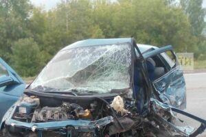 Один из пострадавших при столкновении двух легковых авто в Альметьевском районе скончался в больнице