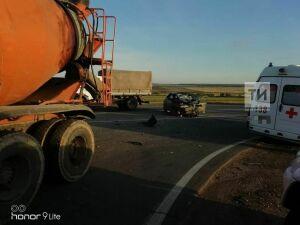 Водитель легкового авто едва не погиб при столкновении с бетономешалкой в Тукаевском районе РТ