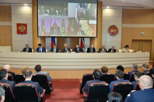 Мухаметшин заявил о желании татарстанцев пересмотреть закон об адресной соцпомощи