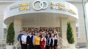 Школьники побывали в комнатах жениха и невесты в новом Дворце бракосочетания Нурлата