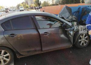 Легковой автомобиль протаранил пассажирский автобус в Набережных Челнах