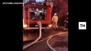 Крупный пожар этим утром охватил в Казани два жилых дома