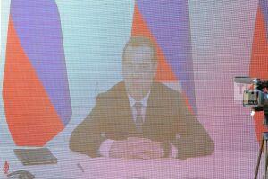 Дмитрий Медведев – регионам: Число мест в школах с 2016 года выросло на 155 тыс.