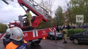 Спасатели помогли мальчику, который оказался заперт на балконе пятиэтажки в Набережных Челнах