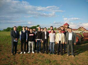Проект «Агрокласс» возрождается в Татарстане: школьникам из сел прививают любовь к труду на земле