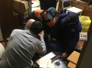 В Казани спасатели помогли пожилому мужчине, которому стало плохо, и он оказался запертым дома
