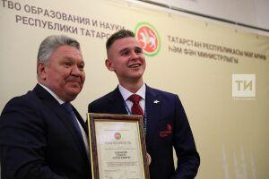 «Всегда будут лучшими из лучших»: Бурганов вручил благодарственные письма победителям WorldSkills