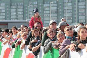 Литературный дворик, аниматоры и спорт: перед «Казань Ареной» работает площадка для избирателей