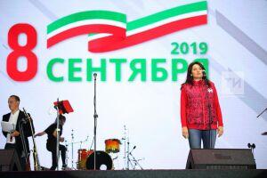 Фазлеева перед выступлением «Любэ»: «Спасибо вам за вашу активную гражданскую позицию»