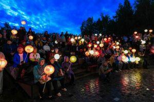 В Нижнекамске впервые провели марш в поддержку онковыздоравливающих «Зажги ночь»