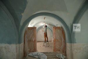 В пещерном храме собора Казанской иконы Божией Матери реставраторы начали роспись интерьеров