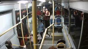 Кондуктор казанского автобуса обнаружил, что пассажирка заплатила за проезд фальшивой купюрой