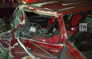 Водитель и пассажир легковушки пострадали в ДТП с фурой в Менделеевском районе