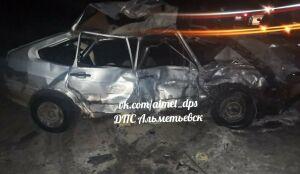 В РТ легковушка вылетела на встречку и врезалась в грузовик, один из водителей погиб
