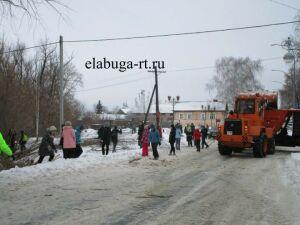 Жители Елабуги устроили массовый субботник в парке фонарей