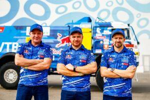Снявшийся с гонки экипаж Николаева возвращается на «Дакар»