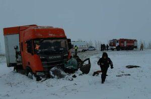 Жертвами аварии с фурой из Белоруссии и легковушкой в Татарстане стали два человека