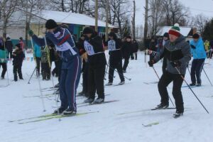 Более трехсот дрожжановцев вышли на лыжную гонку в рамках Декады спорта и здоровья