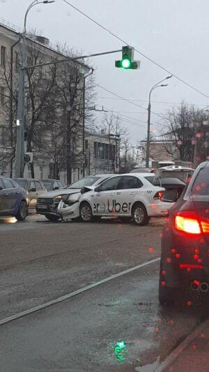 Авария двух такси спровоцировала многокилометровую пробку в Советском районе Казани
