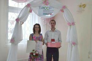 Первые новобрачные Верхнеуслонского района получили юбилейную медаль «100 лет ТАССР»