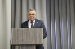 Рафис Бурганов предупредил, что проконтролирует случаи отказа в приеме в 10-е классы