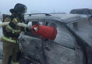 Легковушка загорелась после ДТП на трассе в РТ, пострадали два человека