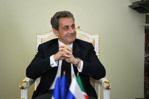Экс-президент Франции Саркози подарил казанскому музею винтажные джинсы