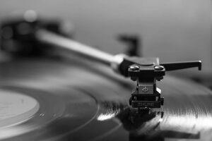 Известный звукорежиссер из Казани узнал свою аудиозапись 1999 года в фильме «Холоп»