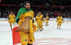 Данис Зарипов перевоплотился в Капитана Татарстана во время Мастер-шоу КХЛ