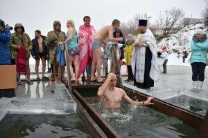 В Татарстане росгвардейцы-спецназовцы окунулись в купель в праздник Крещения Господня