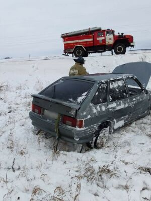 Легковушка вылетела с трассы в кювет в Татарстане, водитель в больнице