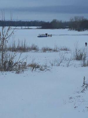 Двое мужчин на «Ниве» выехали на лед Камы в РТ и провалились, одного успели спасти