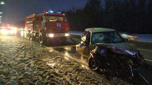 На видео сняли последствия аварии под Казанью, в которой погибли мужчина и женщина