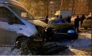 Ночью в Казани легковушка влетела в припаркованную «ГАЗель», пострадал водитель