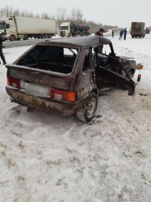 Автоледи попала в больницу после ДТП с микроавтобусом на трассе в Татарстане