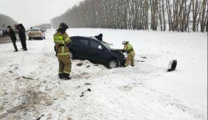 После ДТП с фурой в РТ водителя «Шкоды» без сознания увезли в больницу, где он умер