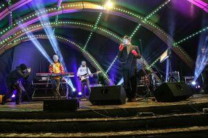Зажгли песнями и танцами: В Казани музыканты из Питера дали праздничный концерт