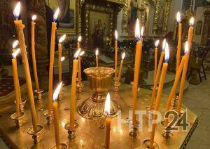 Сотни жителей Нижнекамска встретили Рождество Христово в храмах