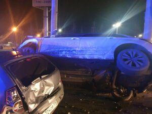 У «Меги» в Казани пьяный водитель иномарки устроил массовое ДТП с пострадавшими