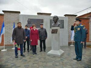 В Кукморе увековечили память руководителей валяльно-войлочного комбината
