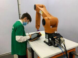 В Нижнекамске участники «Абилимпикса» демонстрируют мастерство робототехники