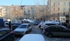 В России предложили штрафовать за парковку на газонах и детских площадках